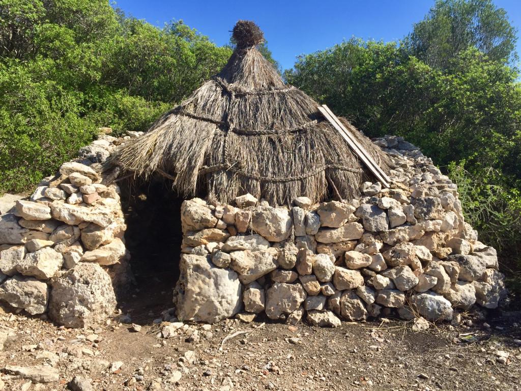 Auf in die Steinzeit zum Puig de Sa Morisca - restaurierte Köhlerhütten