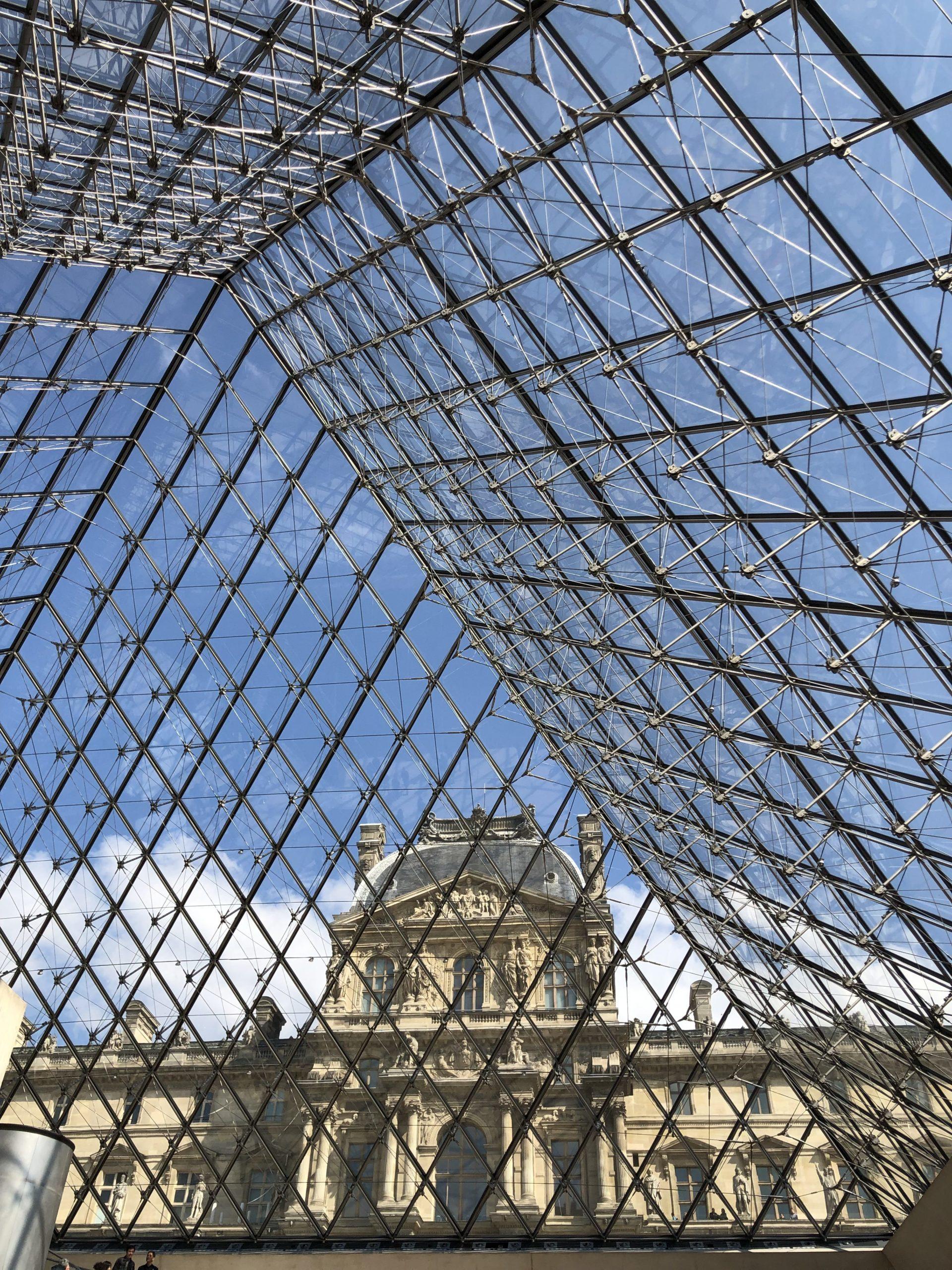 Paris ist immer eine Reise wert - Blick aus der Pyramide