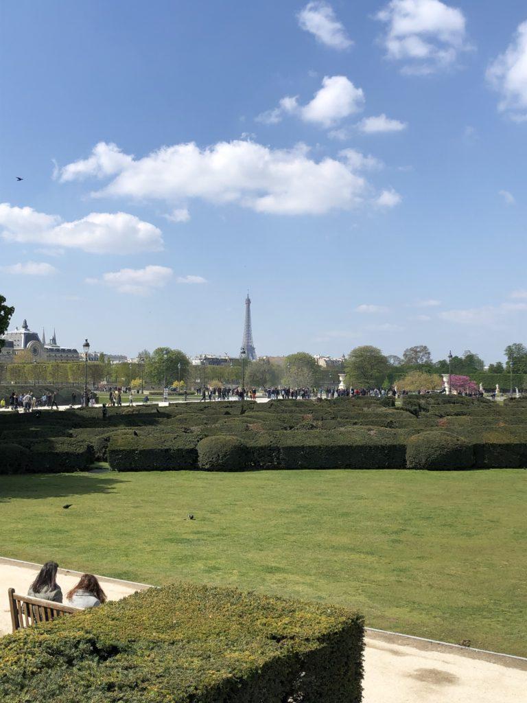 Paris ist immer eine Reise wert - der Eiffelturm in der Ferne