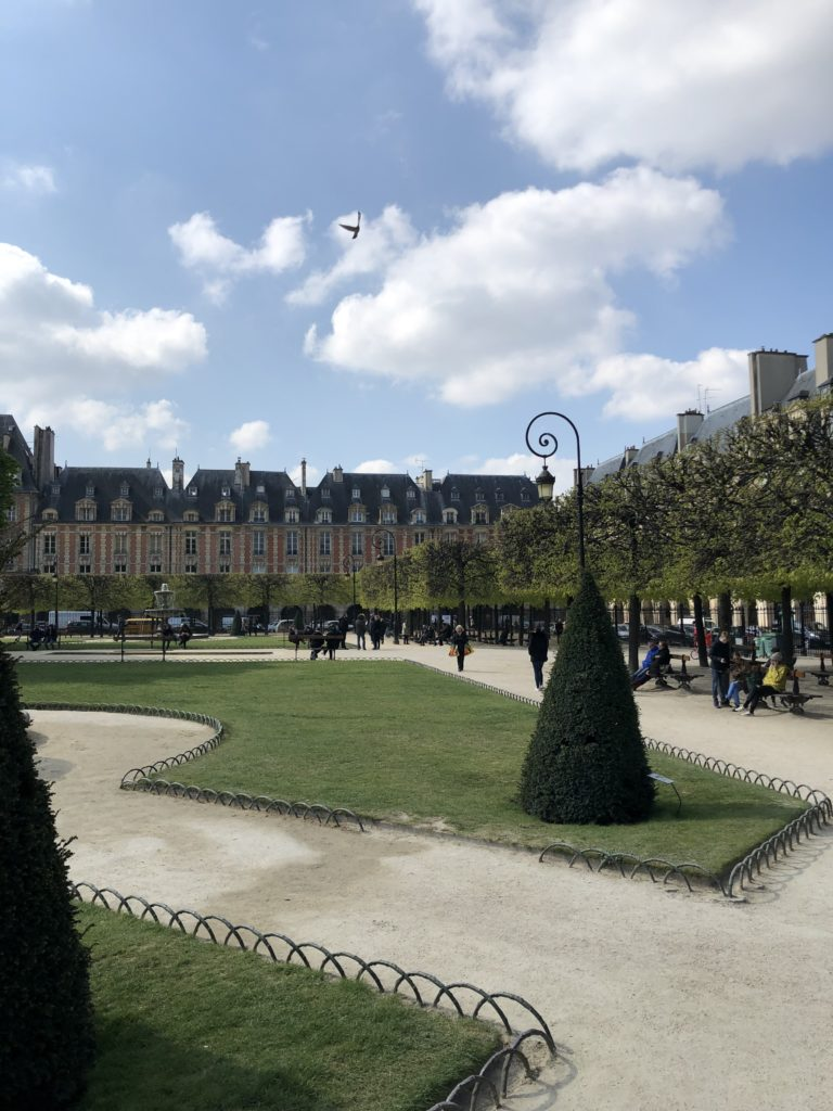 Ideal für ein Wochenende in Paris - der Place des Vosges