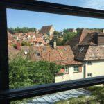 Blick aus der Kunsthalle Würth auf die Stadt Schwäbisch Hall