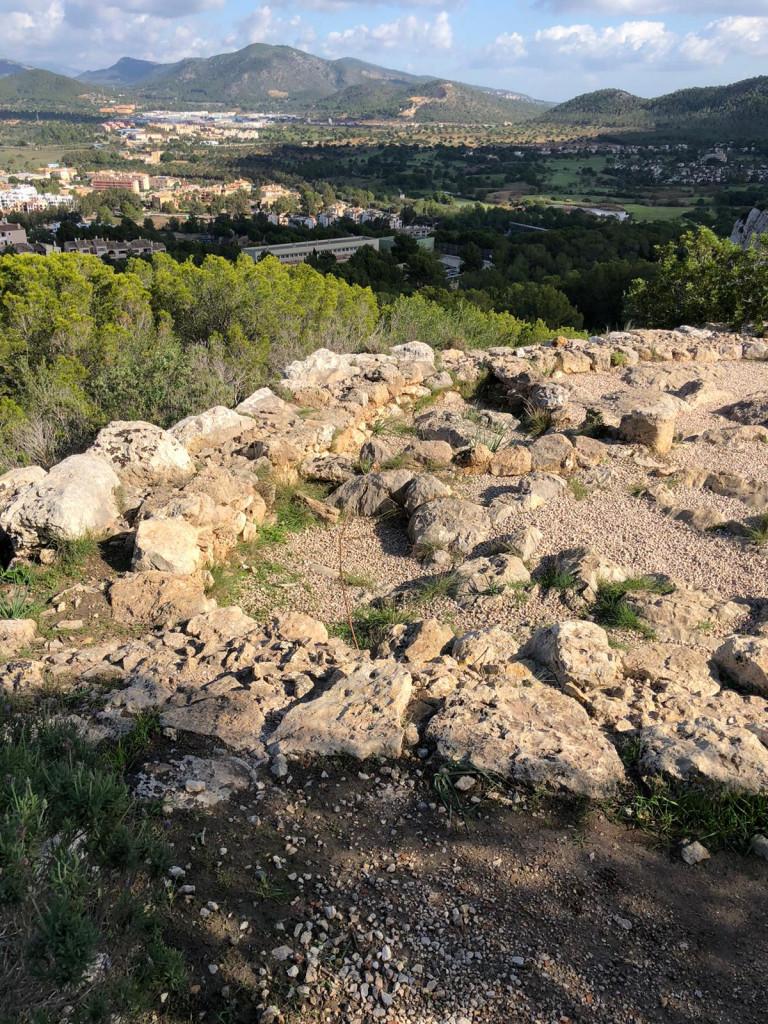 Auf in die Steinzeit zum Puig de Sa Morisca - Schöner wohnen ca. 600 v.Chr.