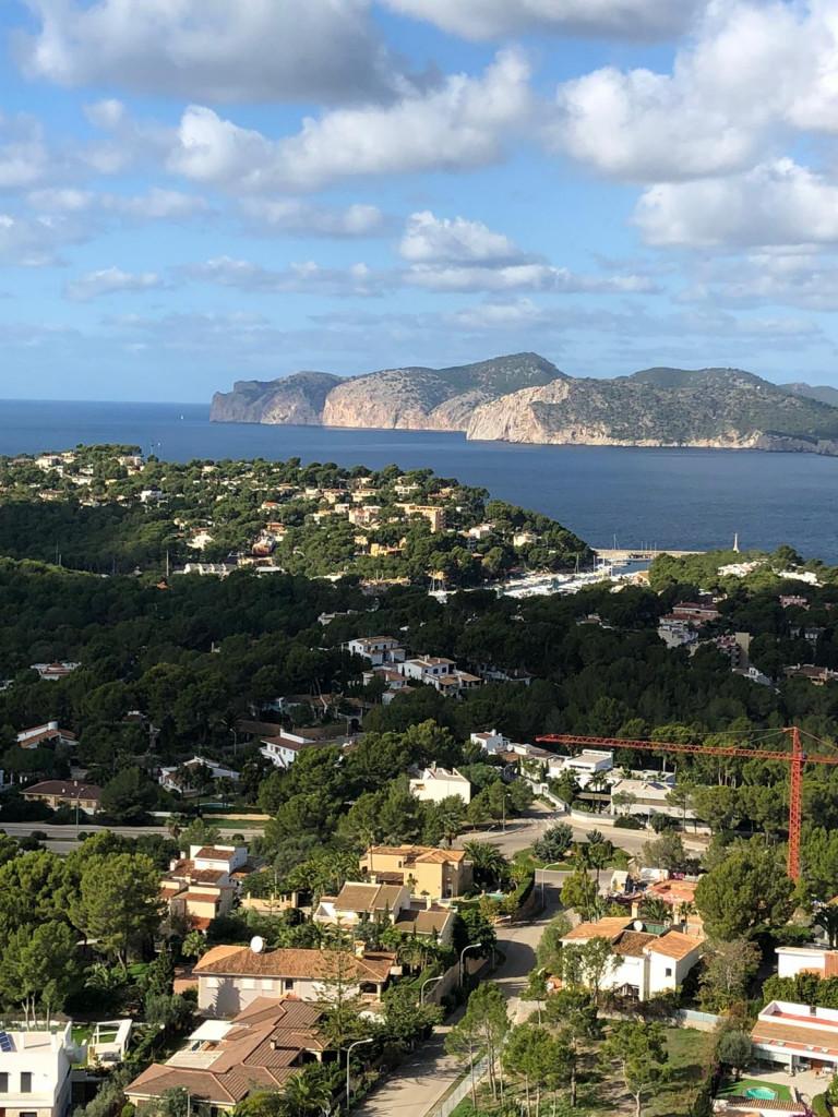 Auf in die Steinzeit zum Puig de Sa Morisca - Weiter Blick über´s Meer
