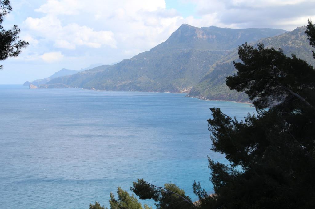Mallorca in Daten und Fakten - Wandern mit Blick aufs Meer