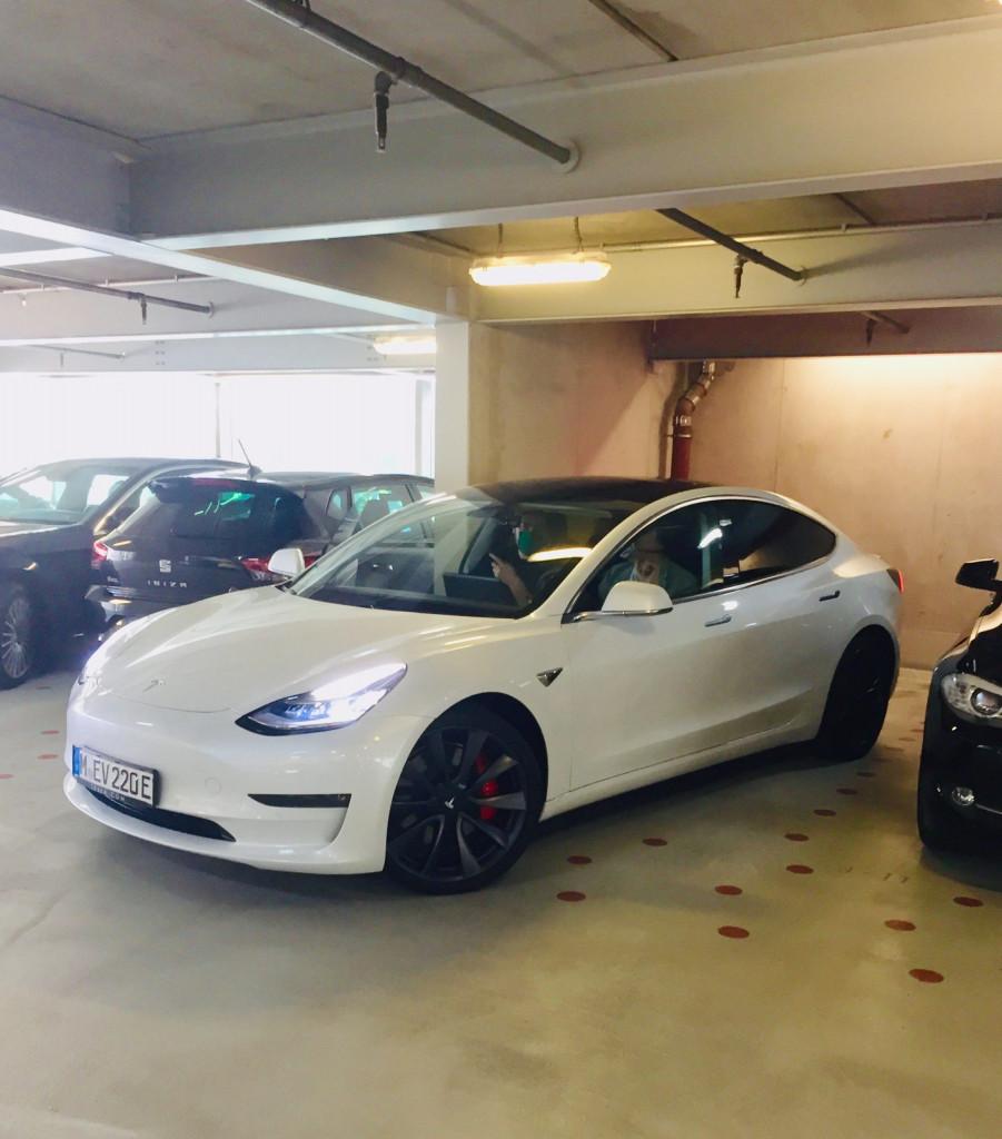 Achtung E-Auto voraus: Probefahrt mit dem Tesla Model 3