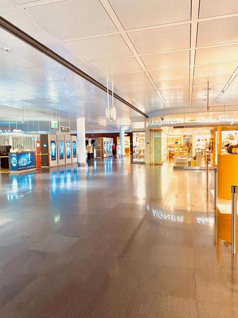 Mallorca Urlaub in Corona Zeiten - Geschäfte am Flughafen