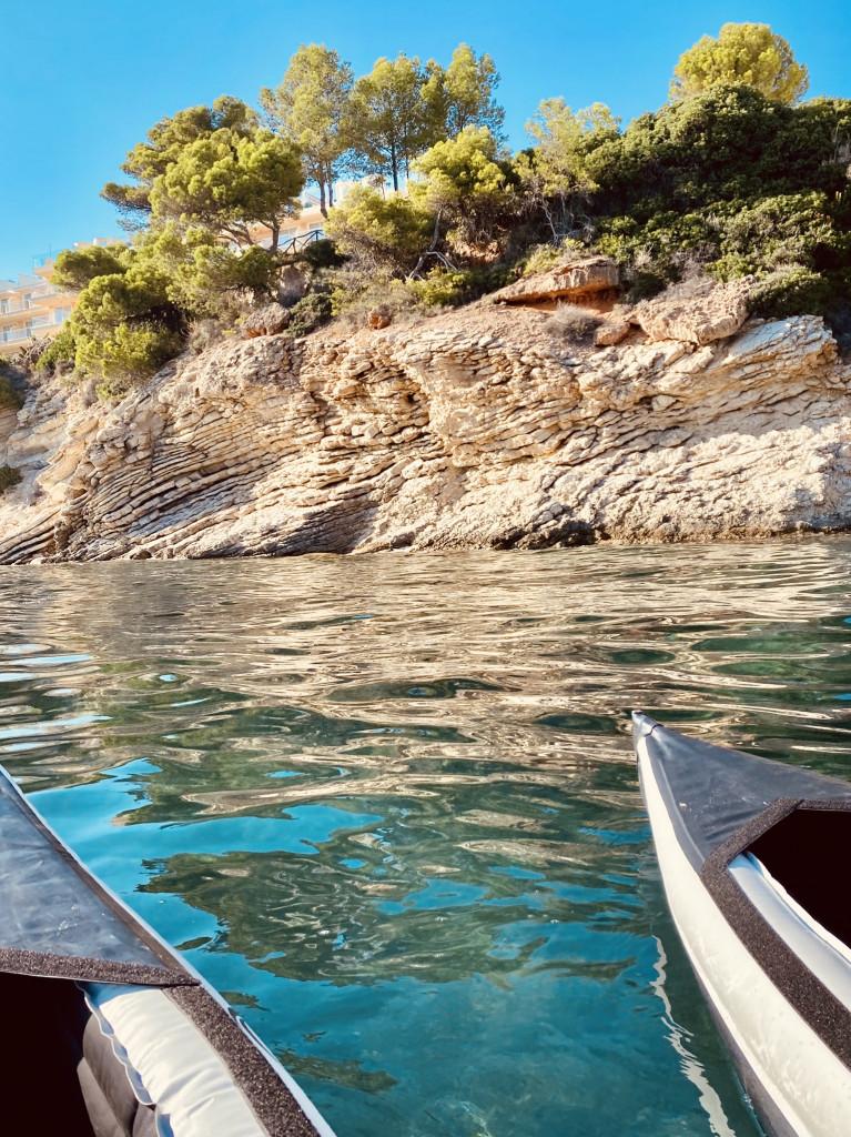 Kajak fahren an Mallorcas Küste - wunderschön