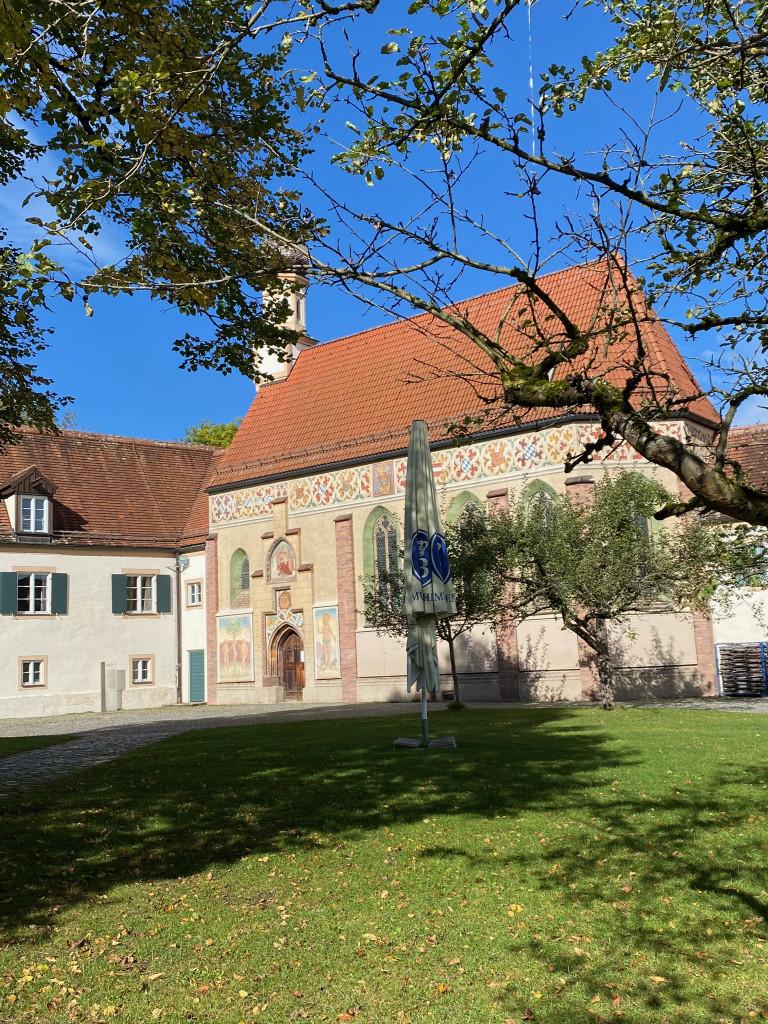 Unbekanntes Schloss Blutenburg - vom Liebesnest zur Bücher-Burg - Blick auf die Kirche