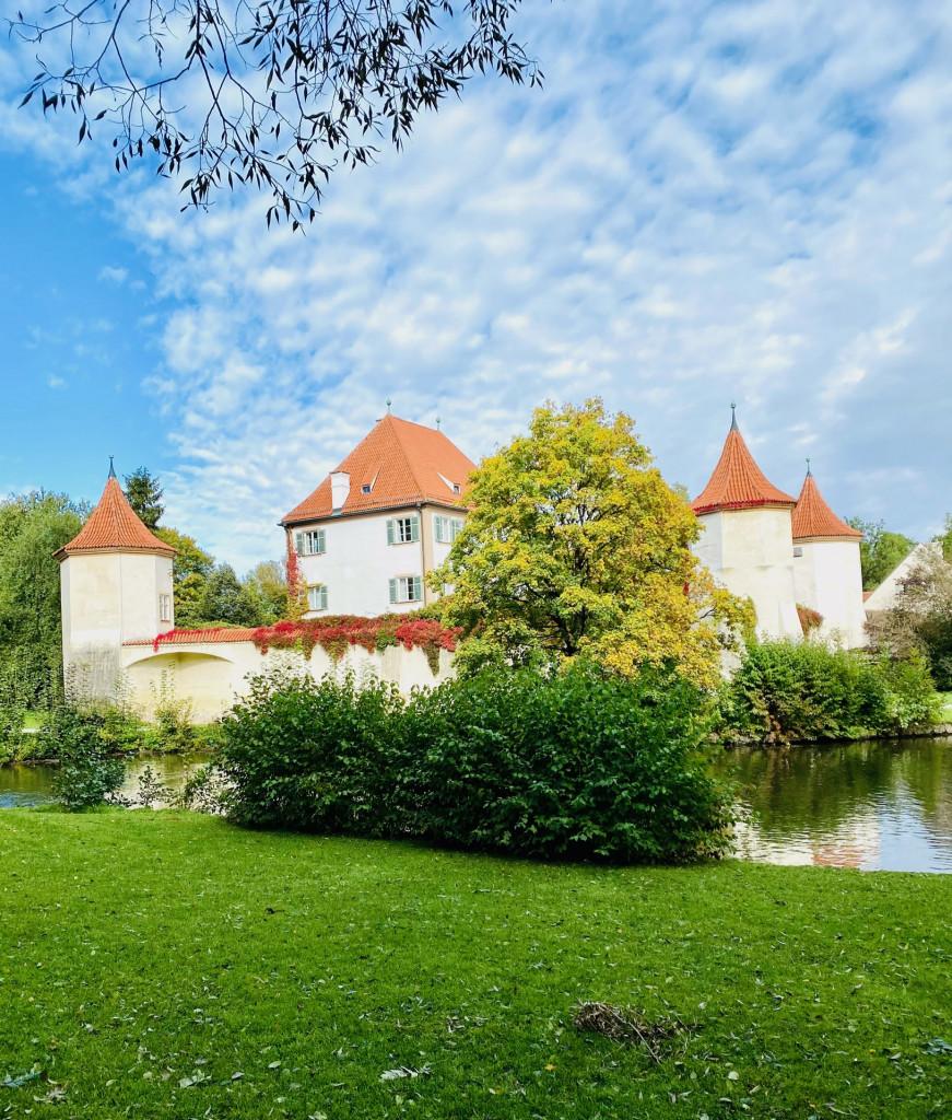 Unbekanntes Schloss Blutenburg - vom Liebesnest zur Bücher-Burg mit Wassergraben