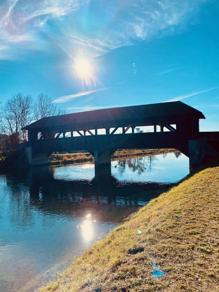 7 Kostbarkeiten am Isarkanal - Holzbrücke über den Kanal
