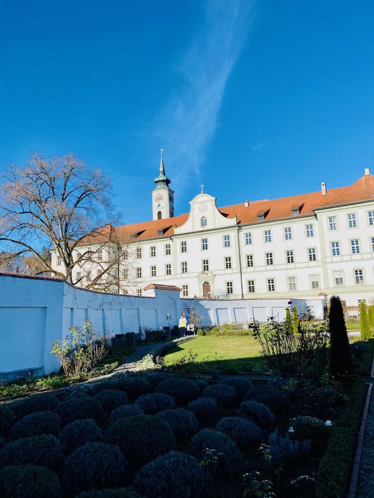 7 Kostbarkeiten am Isarkanal: Kloster Schäftlarn bis Ickinger Wehr - Internatsgymnasium