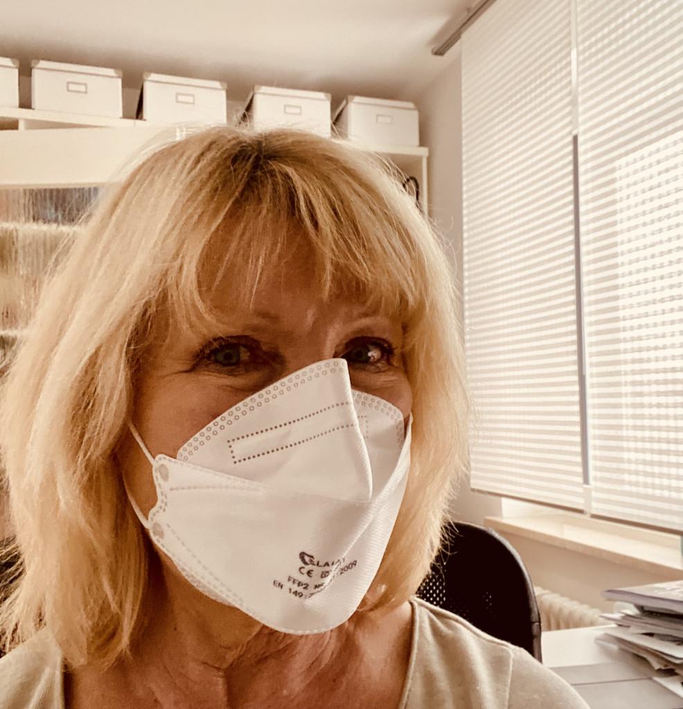 FFP-2-Masken sind besser als solche aus Stoff - Karen mit FFP-2-Maske