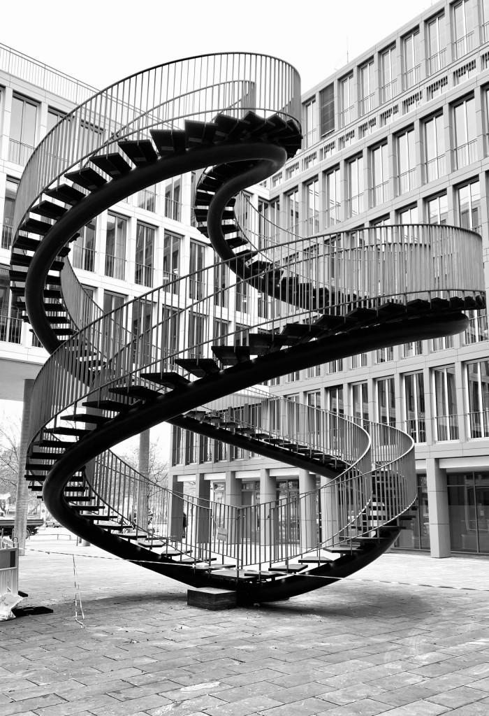 Die endlose Treppe - rund vor eckig