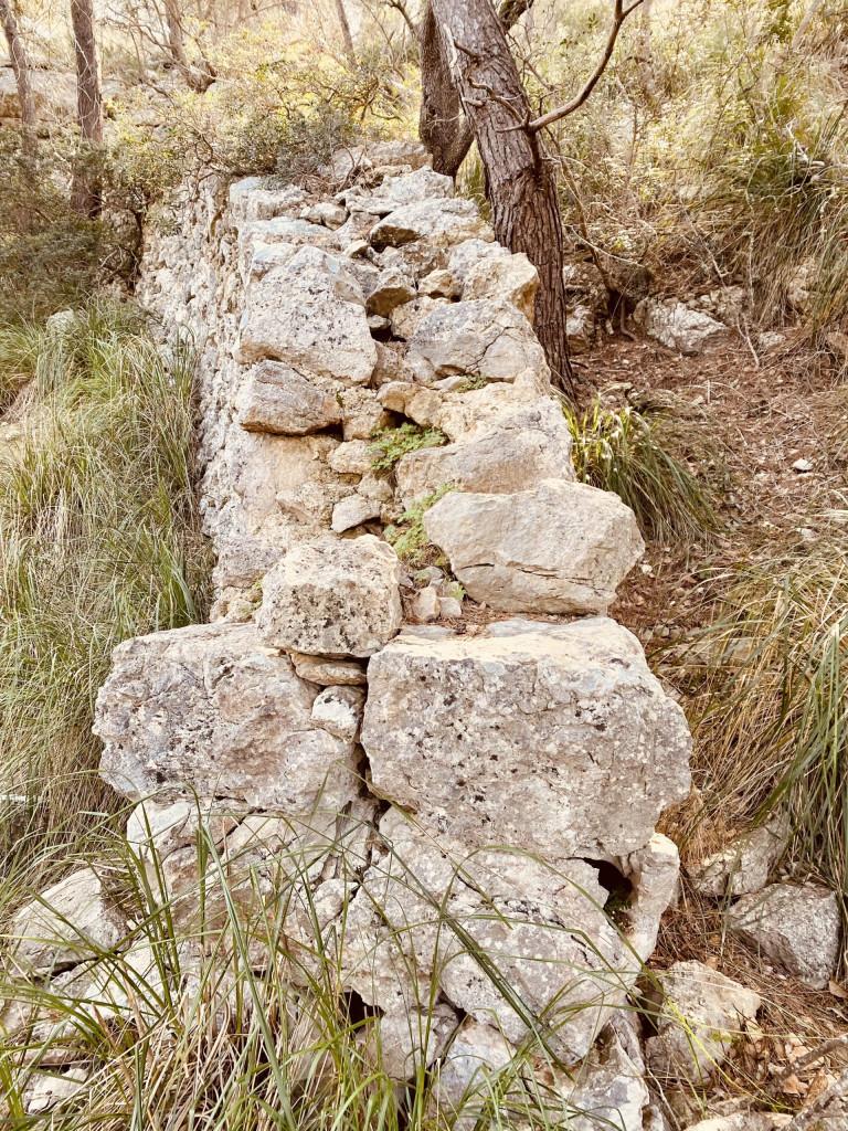 Mallorca und die Trockensteinbauten - gut zu erkennen die Technik