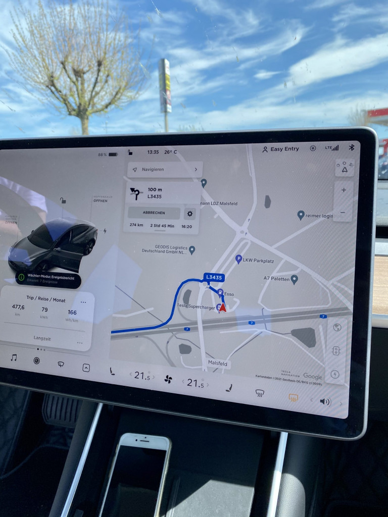 Im Tesla München-Kiel-München in 3 Tagen - Ladestopp am Tesla Supercharger in Malsfeld