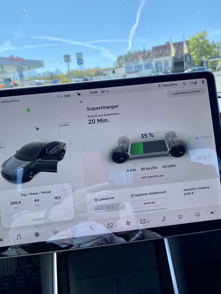 Powertrip - Im Tesla München-Kiel-München in 3 Tagen - die Anzeige des Akku-Ladestandes