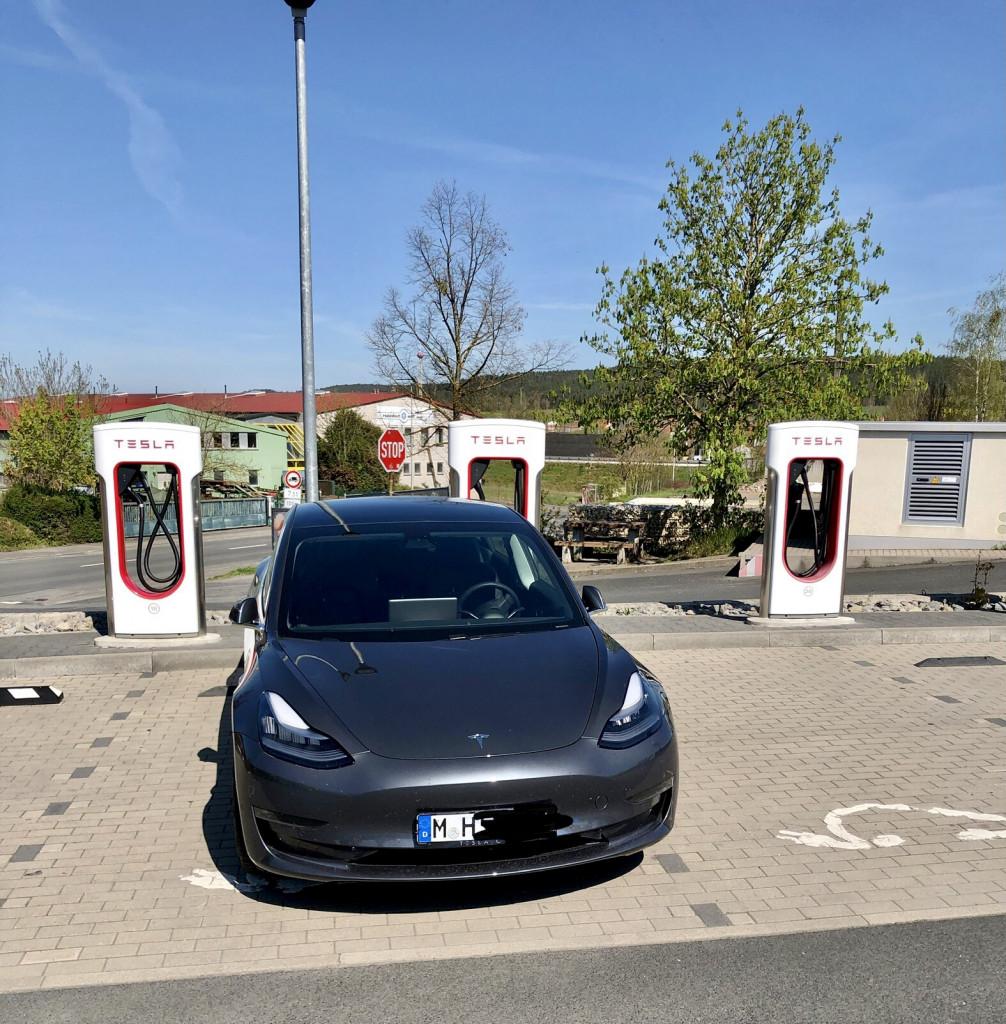 Im Tesla München-Kiel-München in 3 Tagen - Laden in Geiselwind