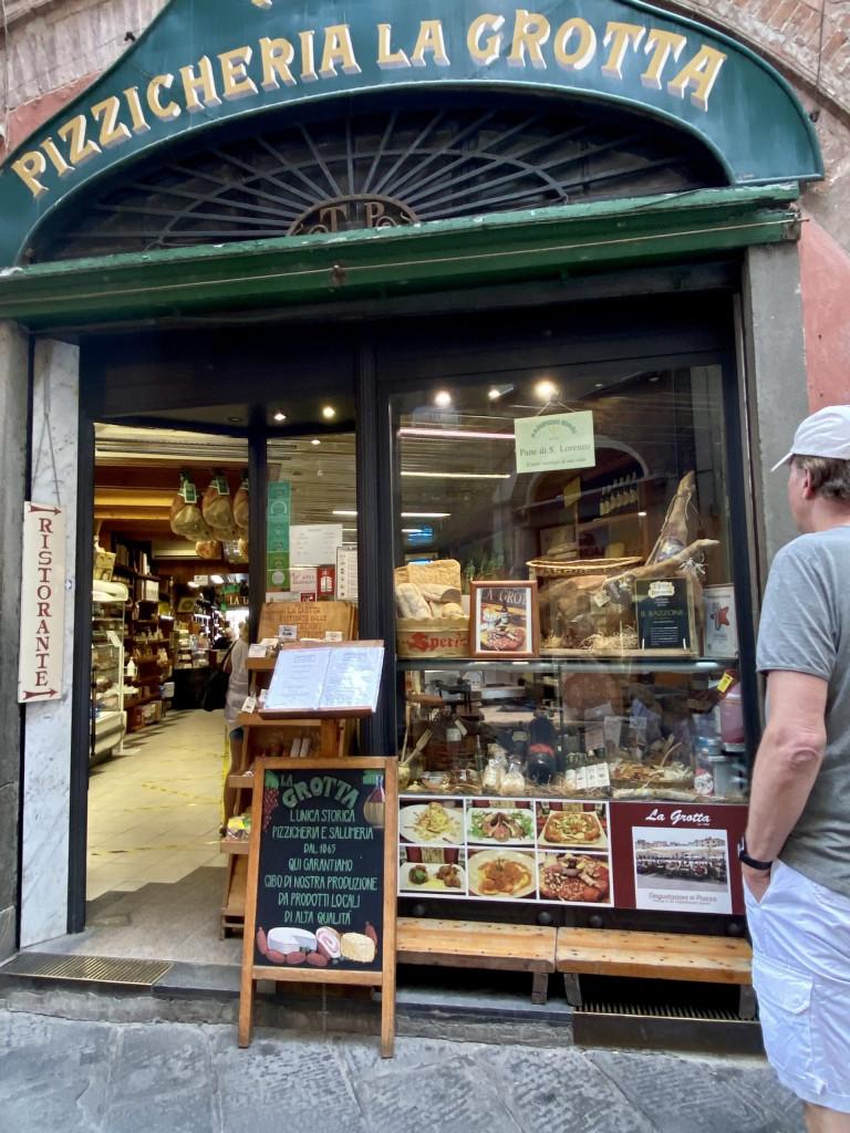 Altstadtbummel durch Lucca - Pizzicheria La Grotta