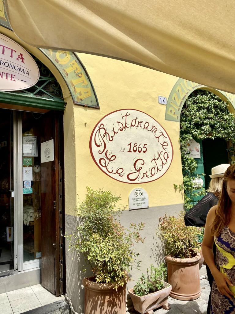 Ristorante La Grotta in Lucca, Piazza Anfiteatro