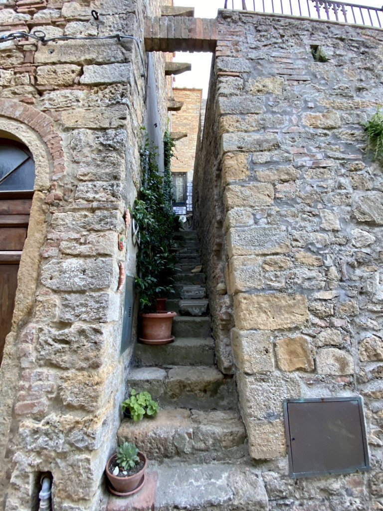 Bei der Stadtmauer von Volterra