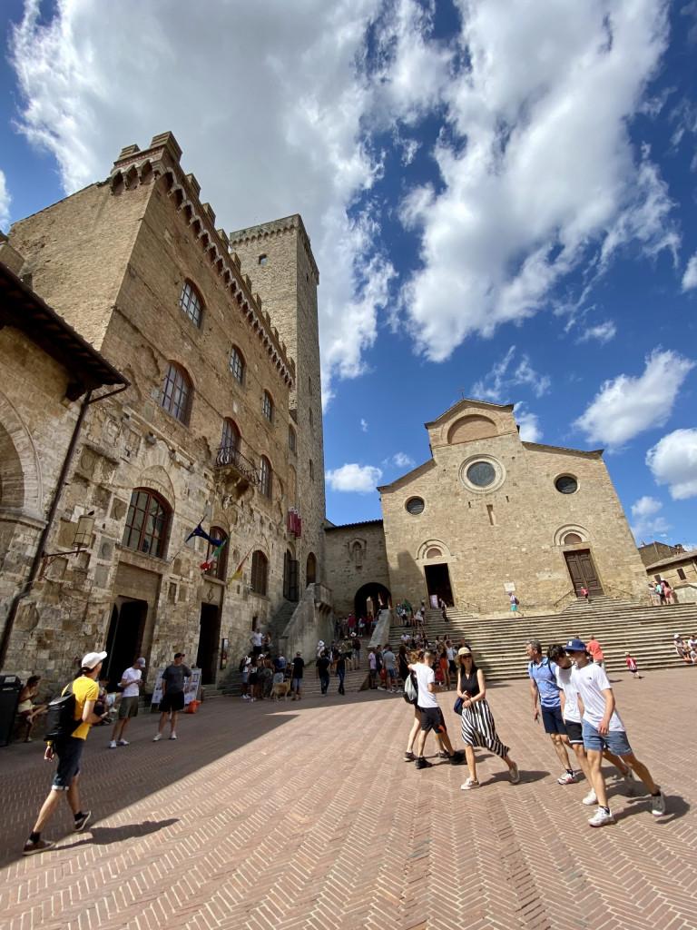 Piazza del Duomo mit Basilika und Torre