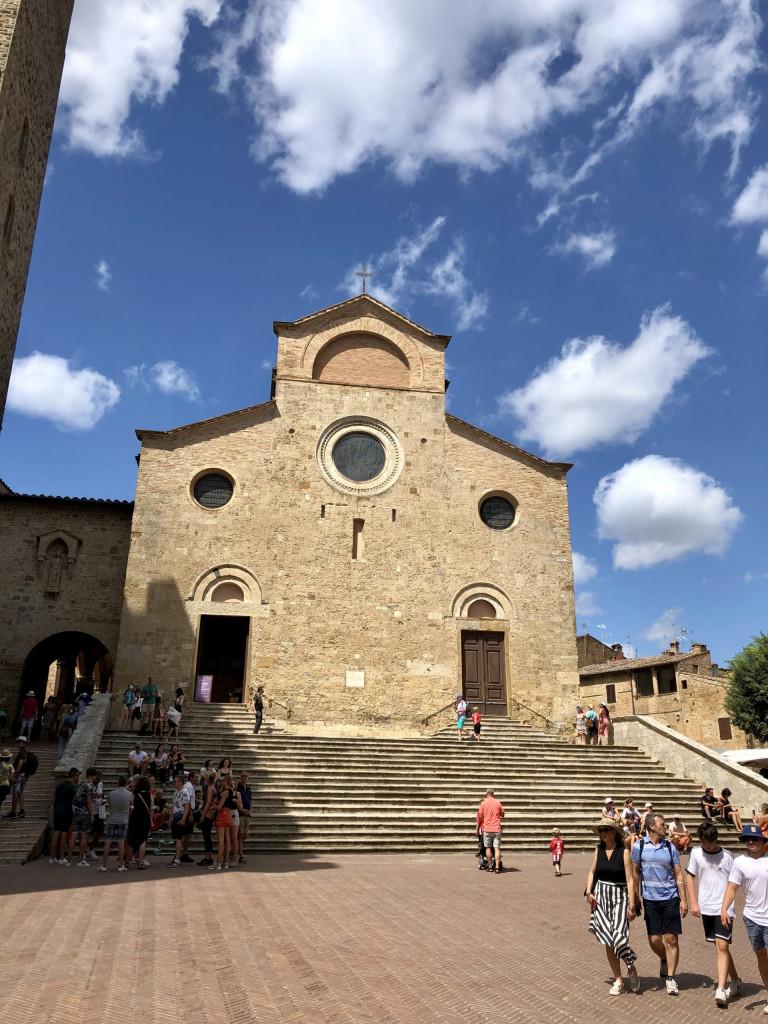 Die romanische Kirche Santa Maria Assunta - Stiftsbasilika