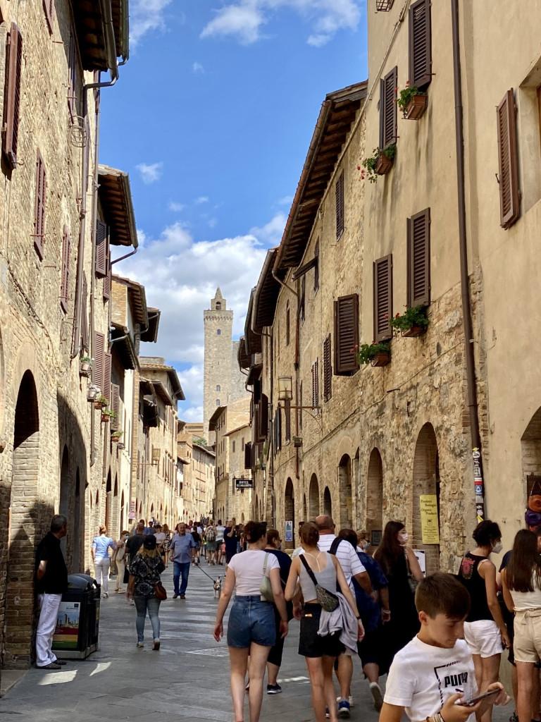 Die Via San Giovanni Richtung Piazza della Cisterna