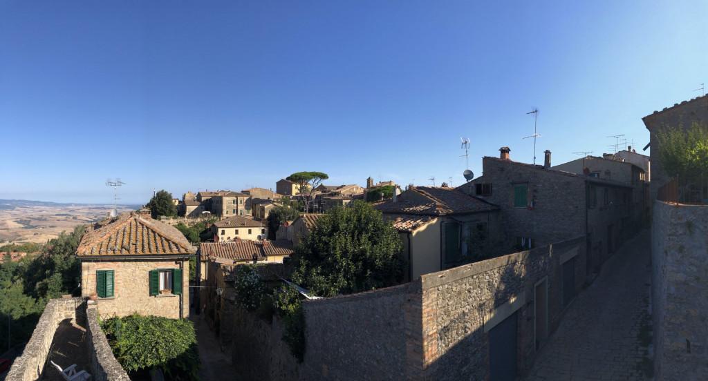 An der Stadtmauer von Volterra